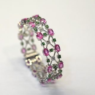 Yuli Inc. — Fine Jewellery (#01-08): Add more colour and pizazz to your Christmas with jewellery from Yuli Inc. Go for the pink sapphire bracelet with tsavorite and diamonds. Or a pair of yellow-green diamond earrings.