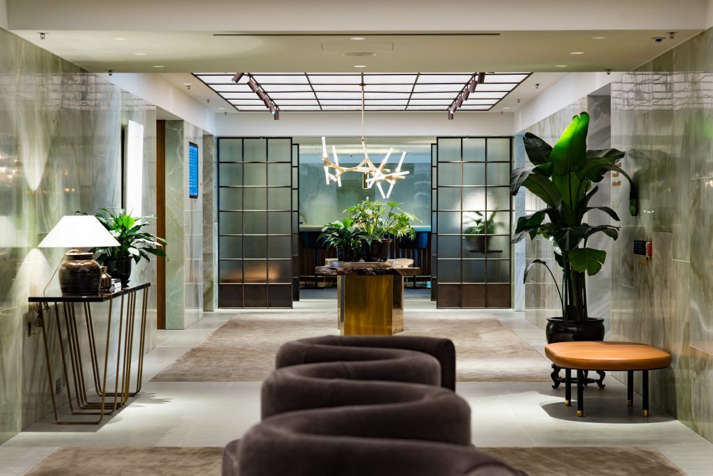 Cathay Pacific First Class Lounge - Llse Crawford