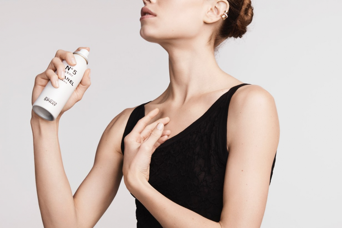 Paradoxical Movements from Chanel No.5 L'Eau Campaign