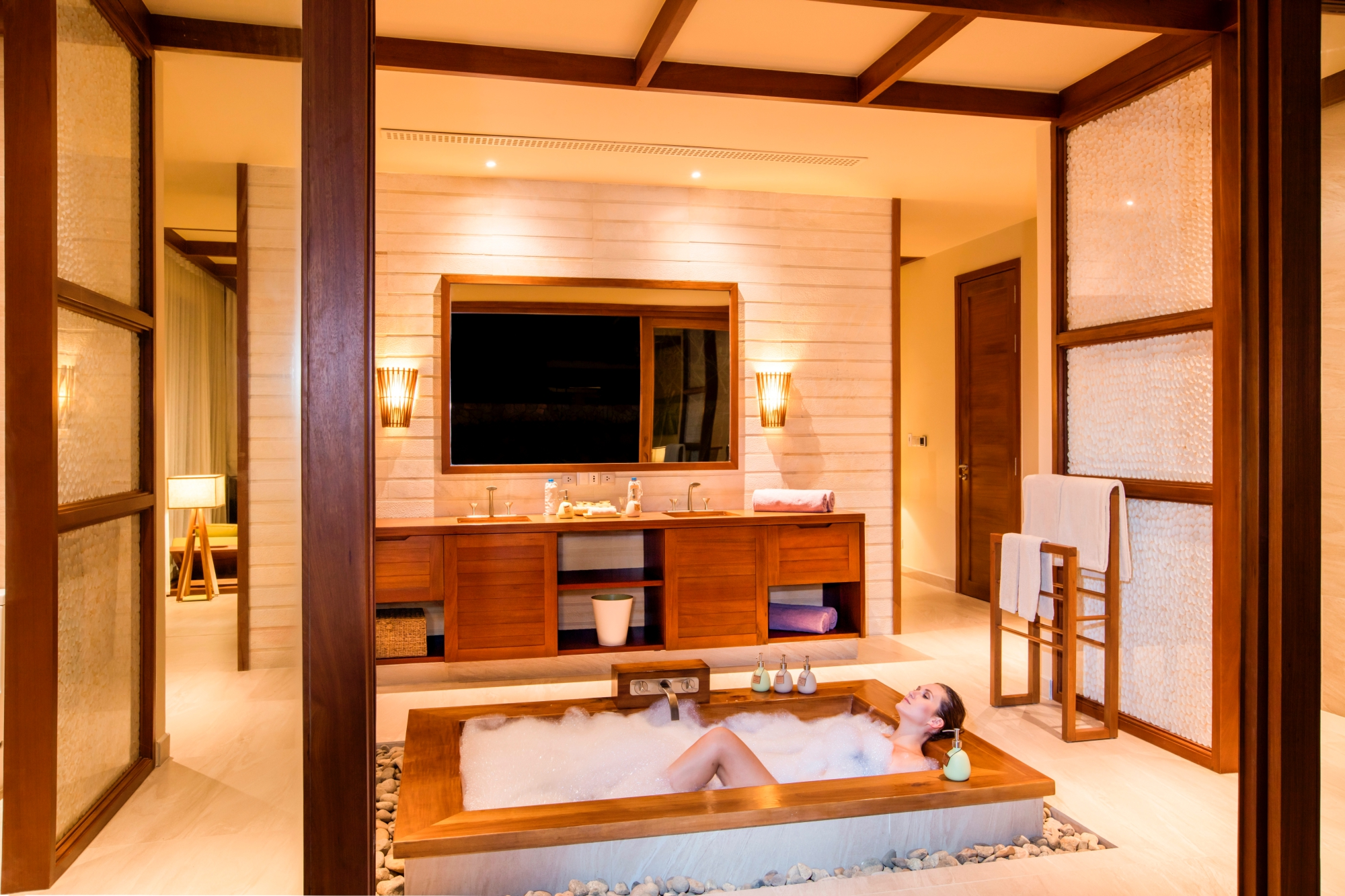 Hotel Bathtubs