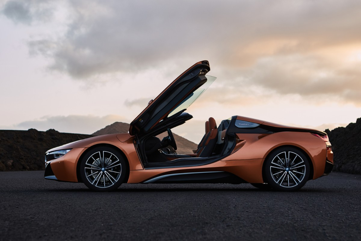 At a Glance:  BMW i8 Roadster