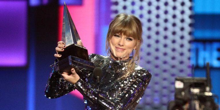 Taylor Swift in Balmain / Credit: Jon Kopaloff/FilmMagic