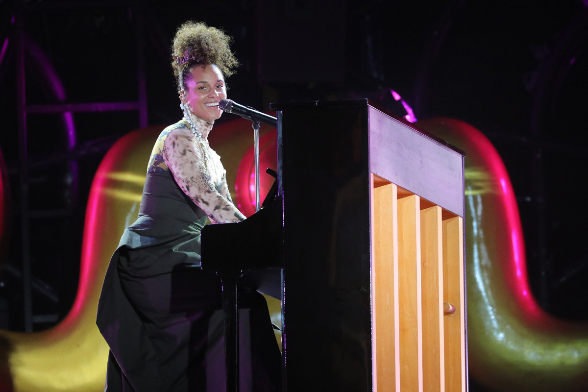 Alica Keys live in Bangkok at the Iconsiam grand opening event