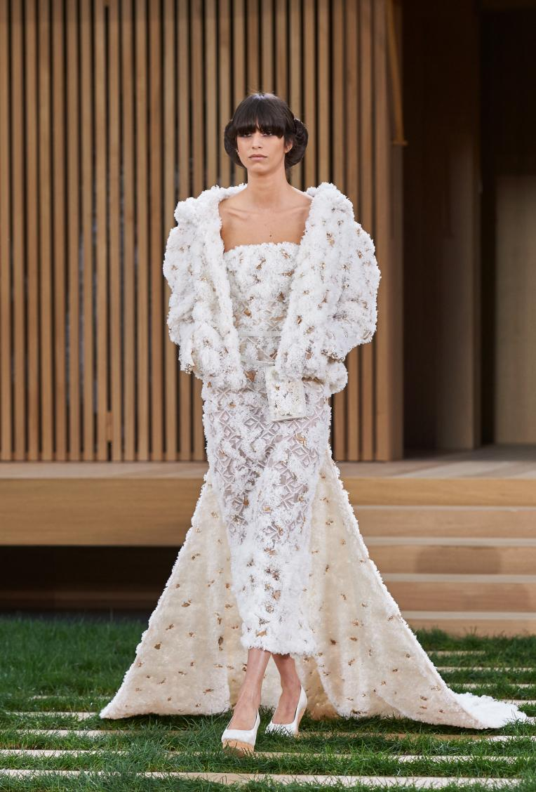 Mica Arganaraz walks in Chanel's Spring 2016 couture show