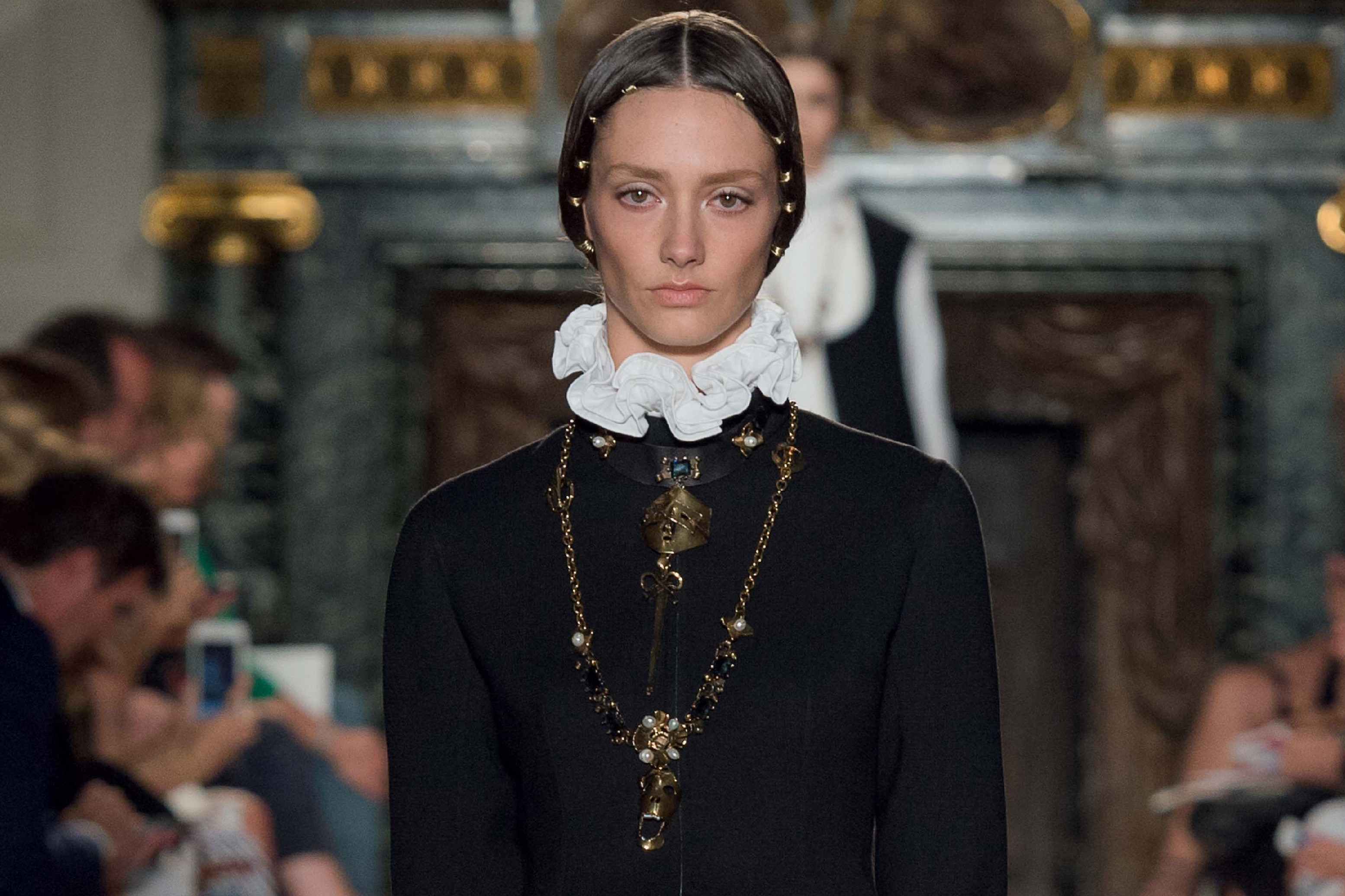 Valentino autumn/winter 2016 couture review