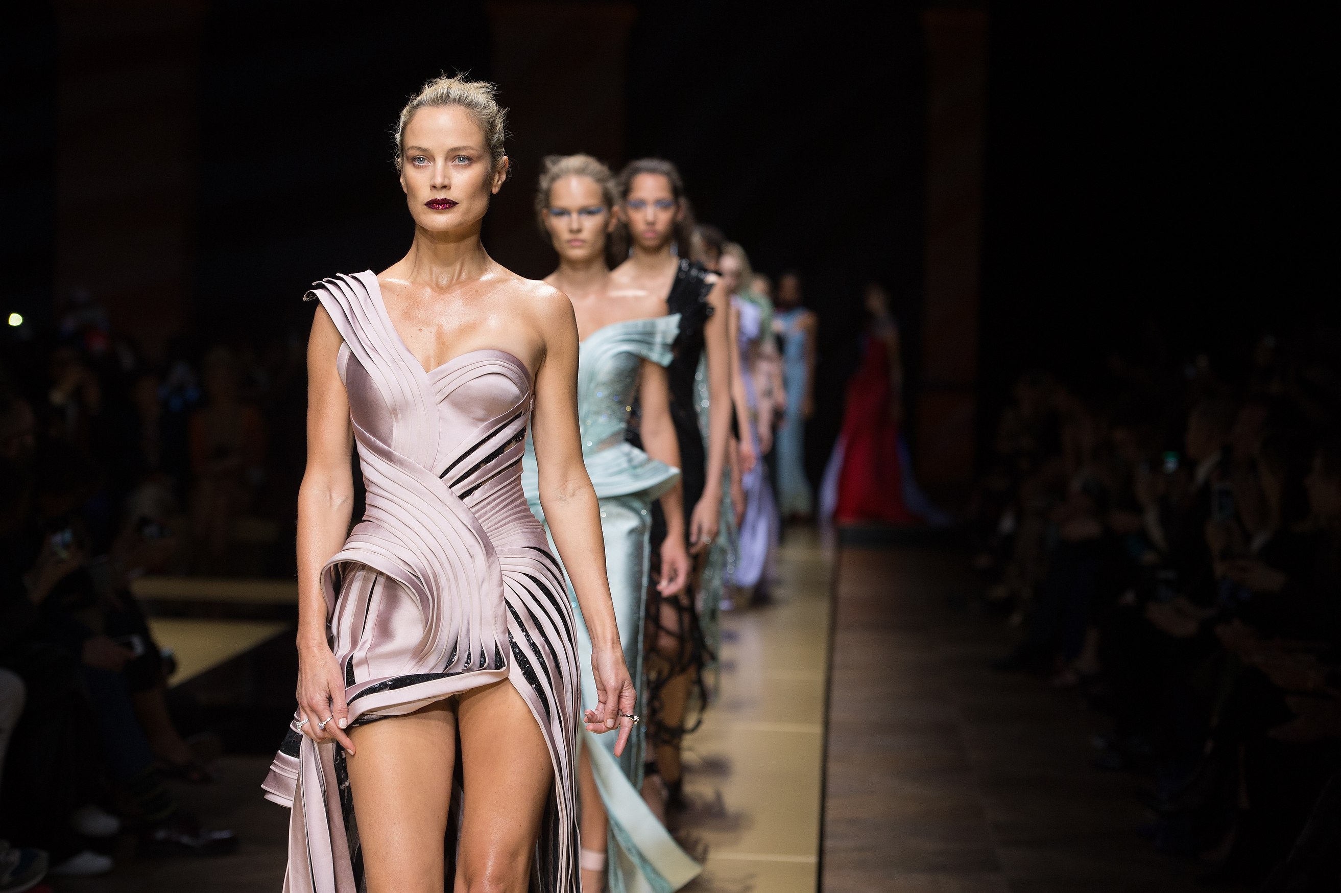 Versace autumn/winter 2016 couture review