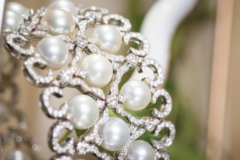 Bracelet with white South Sea pearls and white diamonds by Orlov