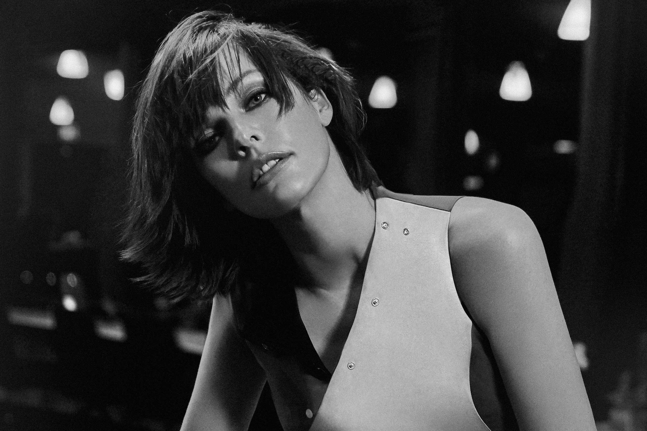 Milla Jovovich talks Politics, Child Actors and Shopping
