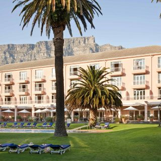 Table-Mountain-creeps-up-behind-the-Belmond-Mount-Nelson-Hotel