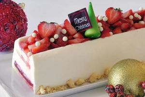 singapore_marriott_hotel_christmas_-_log_cake_-_strawberry_romanoff_cheesecake_
