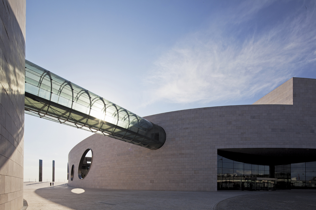 Charles correa s champalimaud centre for the unknown in for Architecture lisbonne