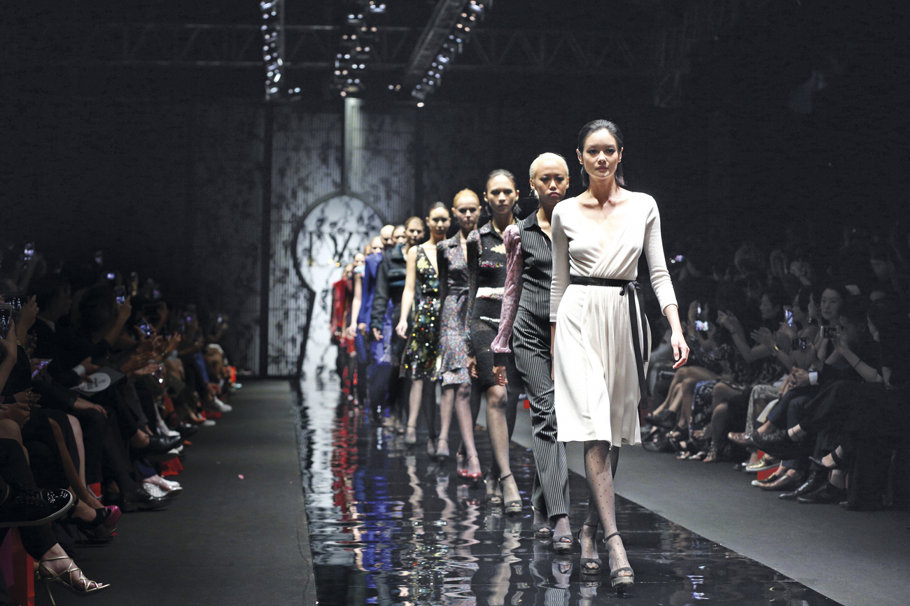 Runway looks from the diane von furstenberg show at for Runway fashion show video
