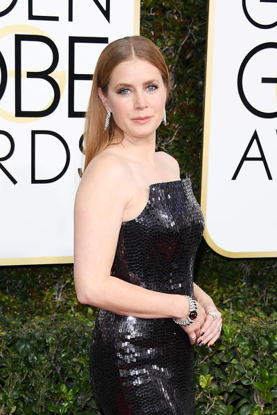 Amy Adams wears the Cartier High Jewelry bracelet in 18k white gold, brown tourmaline, obsidian and diamonds; Cartier High Jewelry earrings in platinum with brown and white diamonds; and other jewels from Cartier