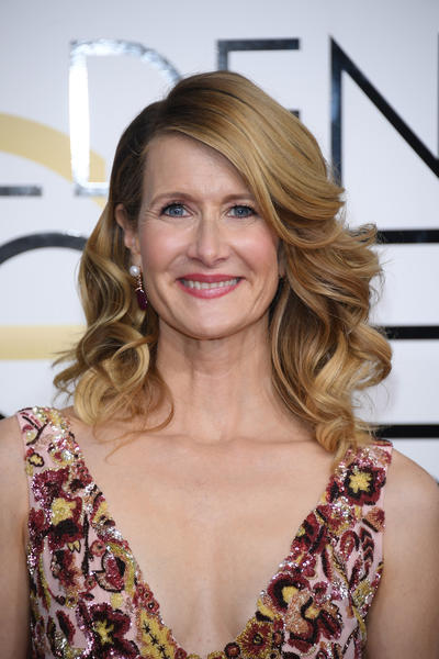 Laura Dern wears Bulgari High Jewellery earrings in pink gold with 2 rubellites totalling 29.13ct, 2 fresh-water cultured pearls and diamonds totalling 0.68ct
