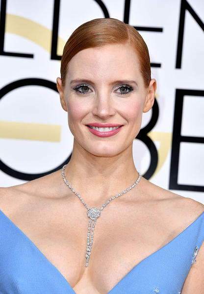 Jessica Chastain wears the Piaget Rose necklace in 18k white gold and set with 265 brilliant-cut diamonds
