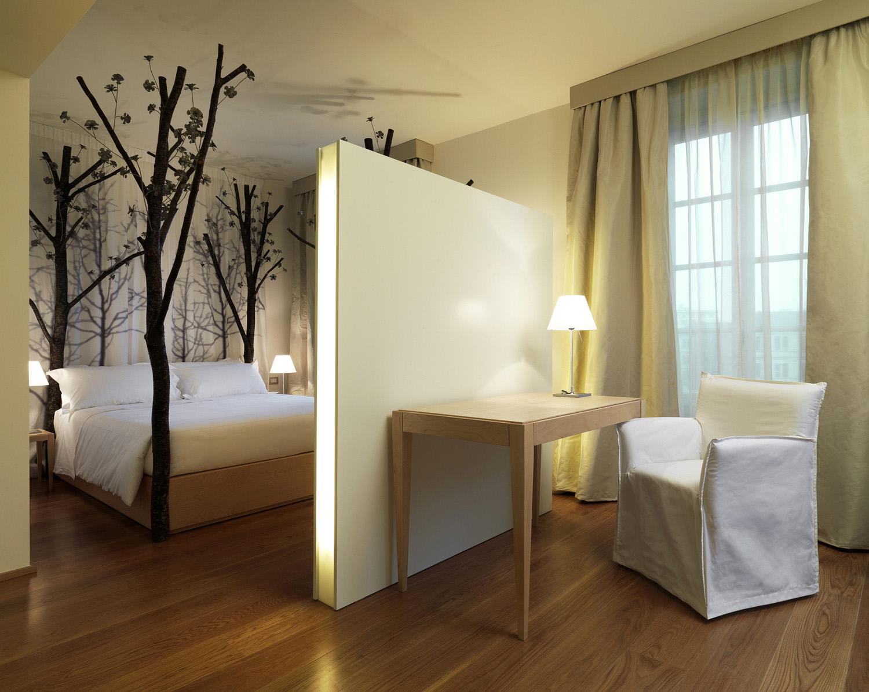 The world s 5 best luxury fashion hotels prestige online for Maison moschino milan
