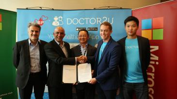 L-R: Alberto Granados (VP of Sales Marketing and Operations for Microsoft APAC), K Raman (Managing Director, Microsoft Malaysia), Dato' Beh Chun Chuan (Chairman, BP Healthcare), Keegan Flynn (Co-Founder, Doctor2U), Garvy Beh (CEO, Doctor2U) exchanging the MoU at Kuala Lumpur.