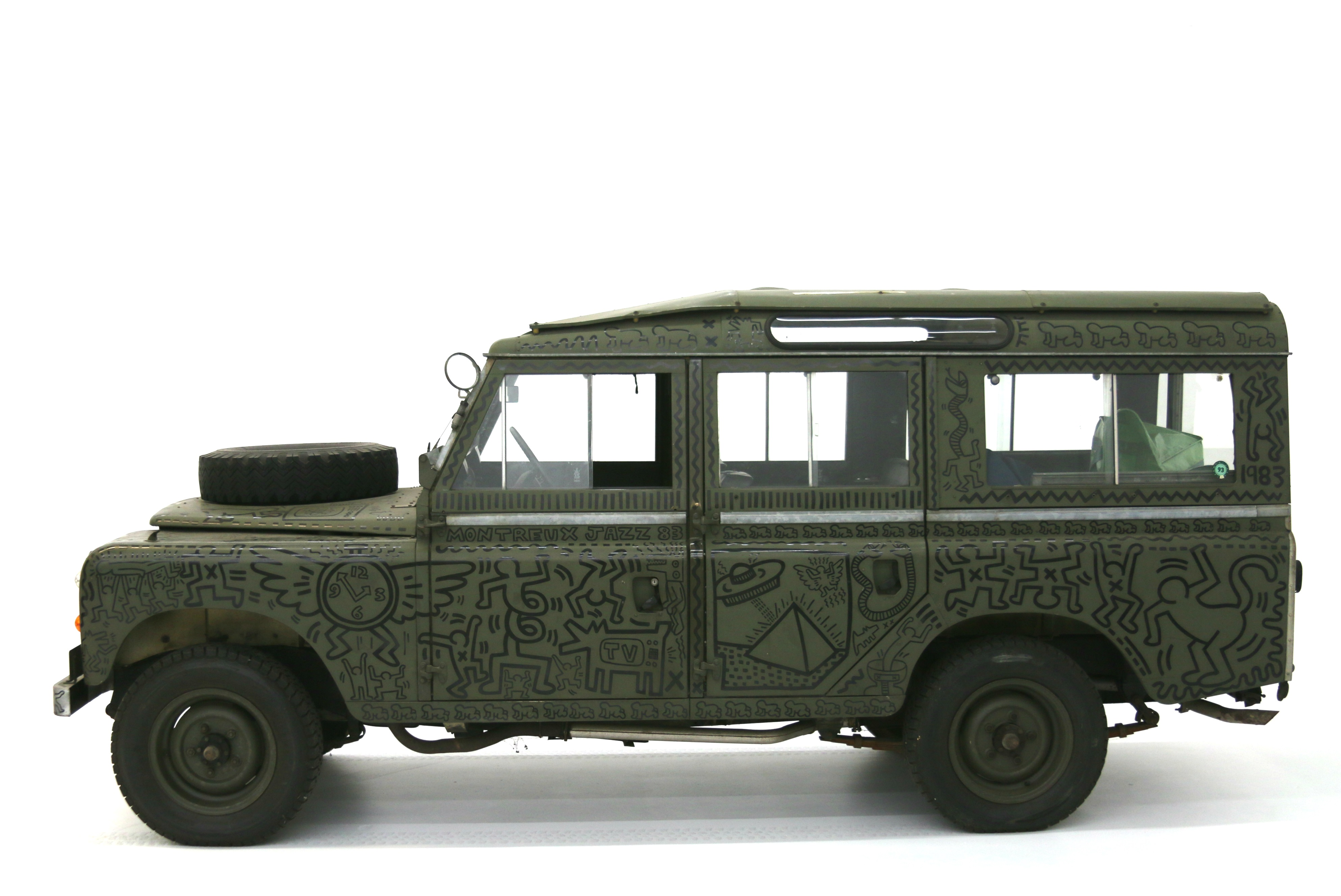 World debut of the 1971 Land Rover Defender