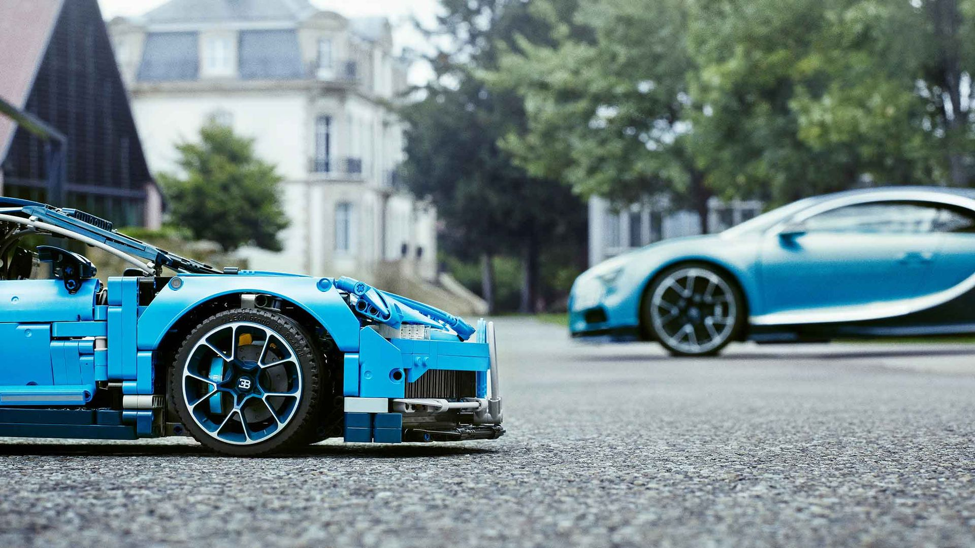 Lego Technic Bugatti Chiron The Facts And Tiny Figures