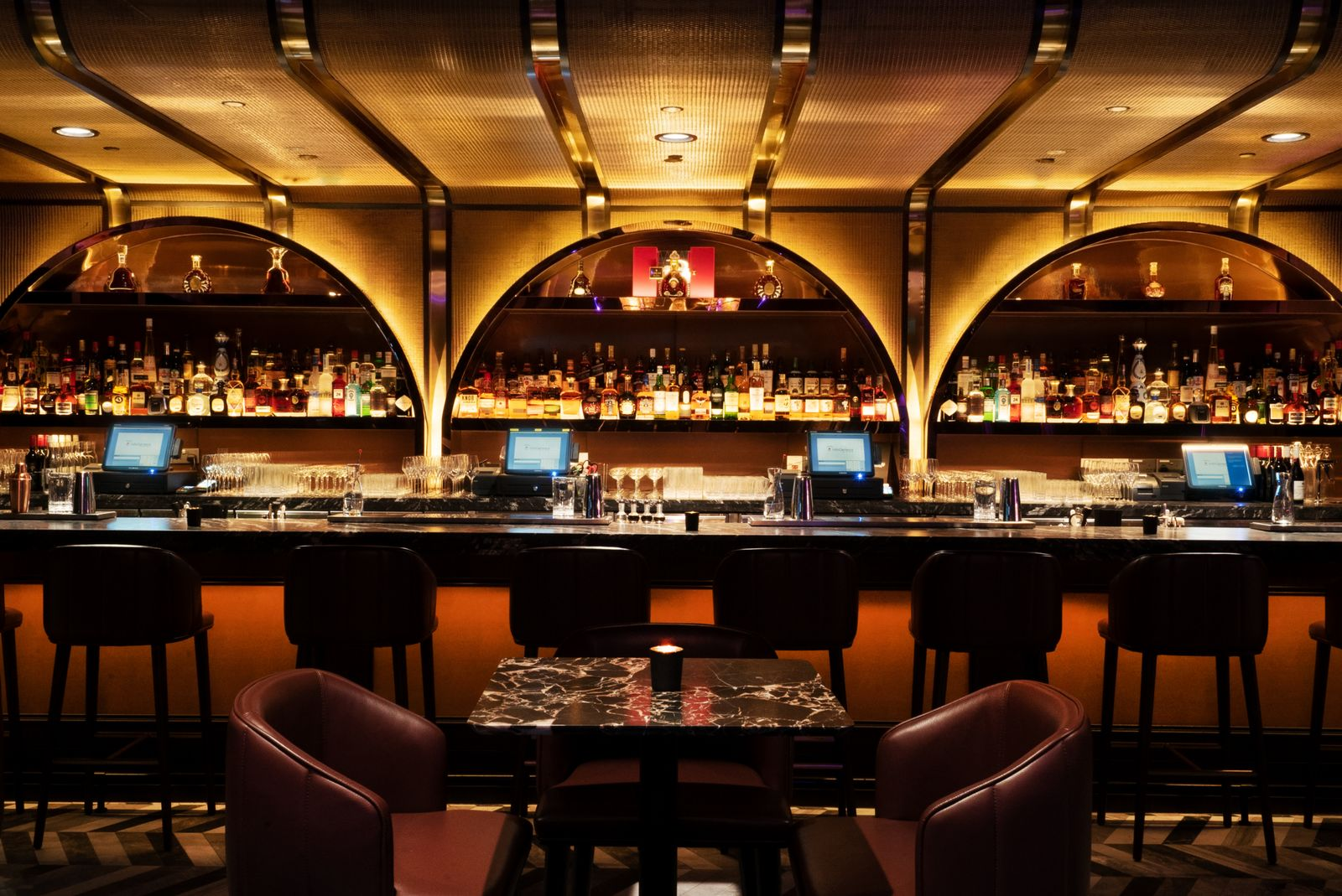 The swanky bar at Avenue Singapore (Photo: TAO Group)