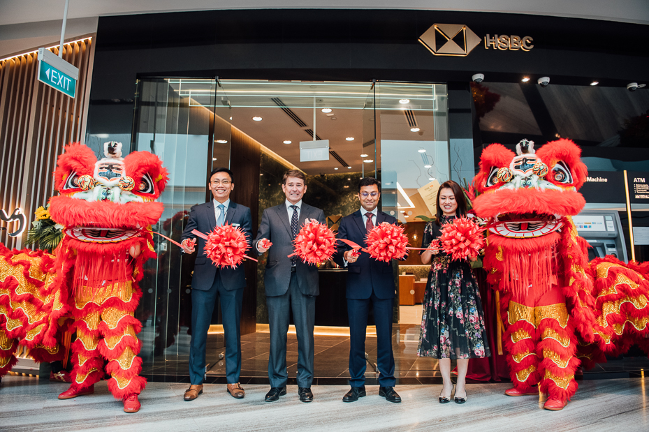 From left: (From L to R): Ian Yim, HSBC Bank (Singapore) Head of Wealth & International; Tony Cripps, HSBC Singapore CEO; Anurag Mathur, HSBC Bank (Singapore) Head of Retail Banking & Wealth Management; and Fion Khoh, HSBC Bank (Singapore) Head of Network; at the official opening of the second HSBC Jade Centre at Jewel Changi Airport. (Photo: HSBC)