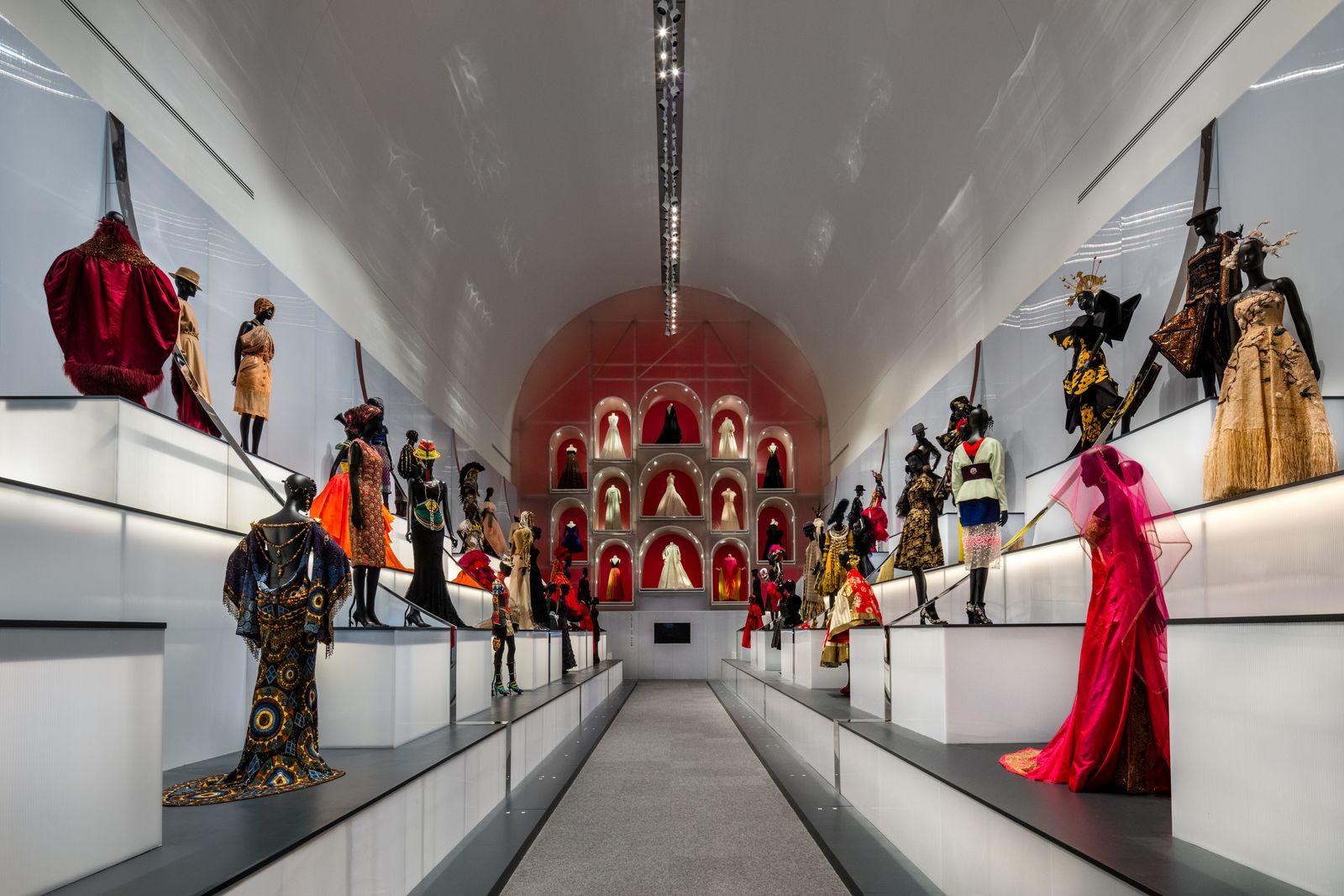 Dior Dallas Exhibition Dior: From Paris to the World