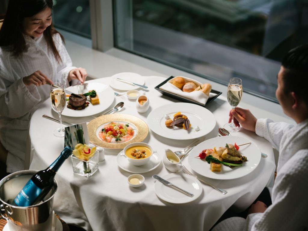 Stay and Dine at the Four Seasons Hong Kong