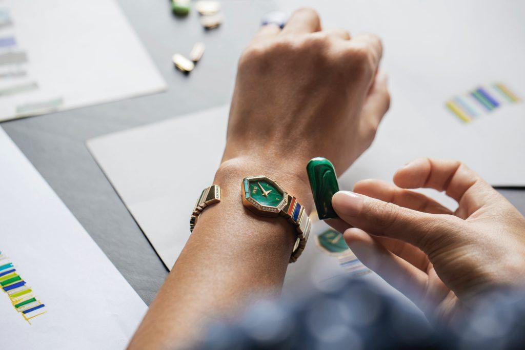 Gem Dior timepiece with a malachite dial