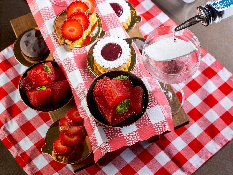 mo bar picnic brunch dessert best luxury brunches hotels hong kong michelin star