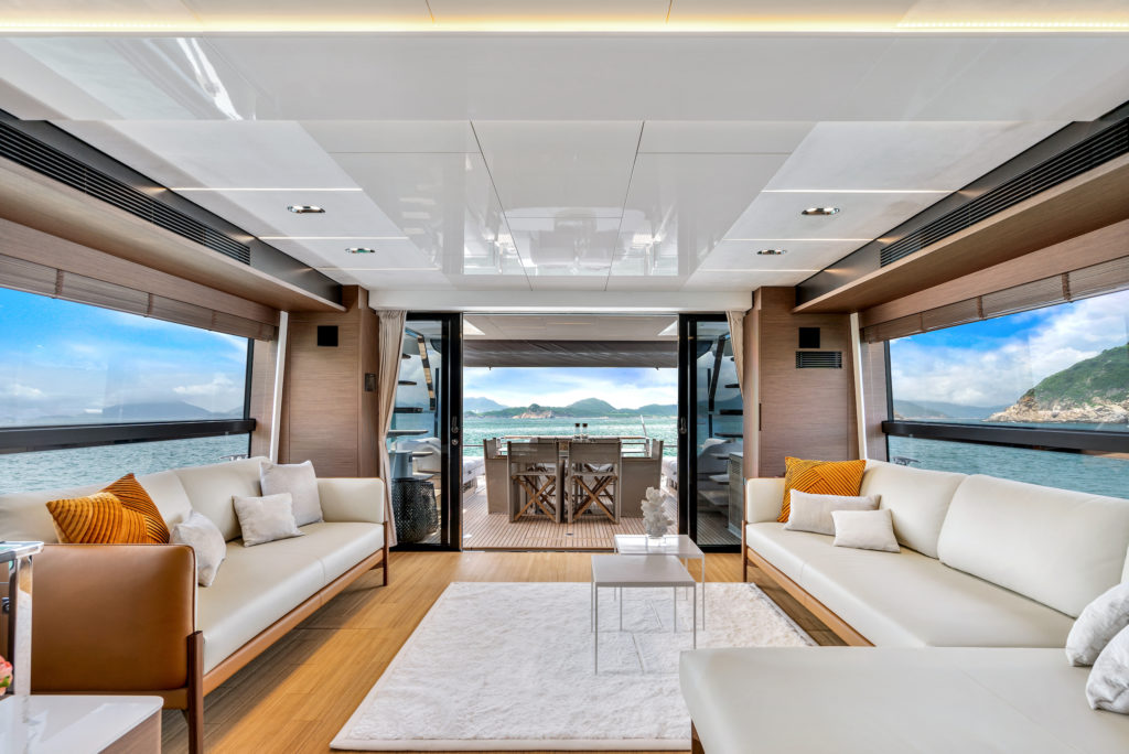 Prestige Yachts X70 Flagship Saloon