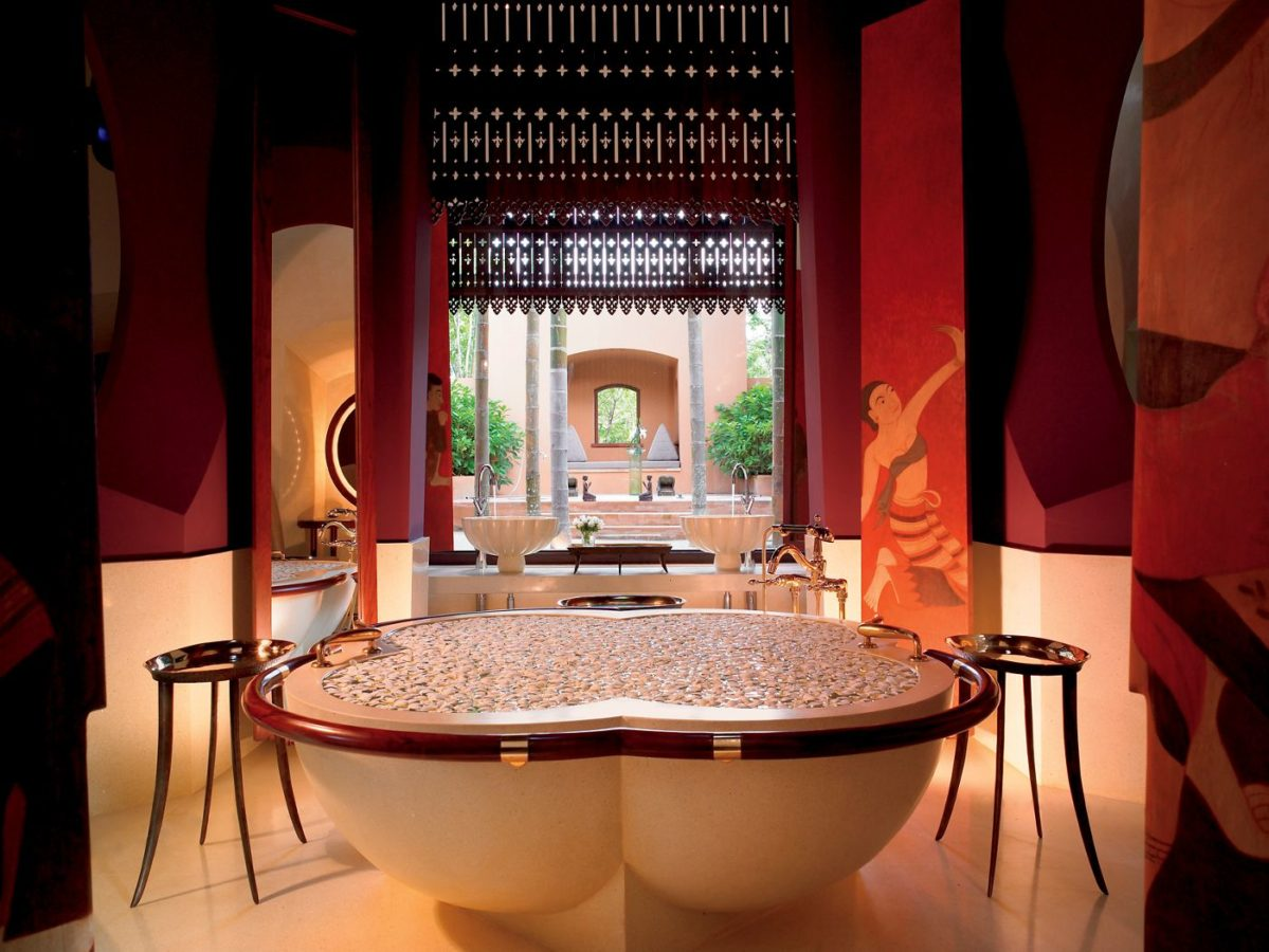 15 Most Beautiful Hotel Bathrooms in the World