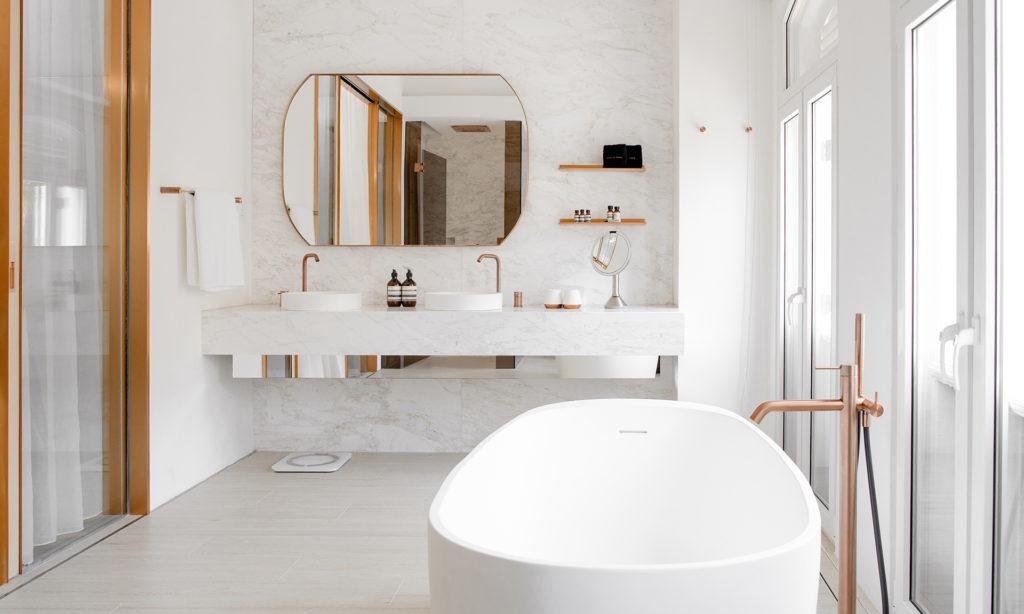 An inviting bath tub