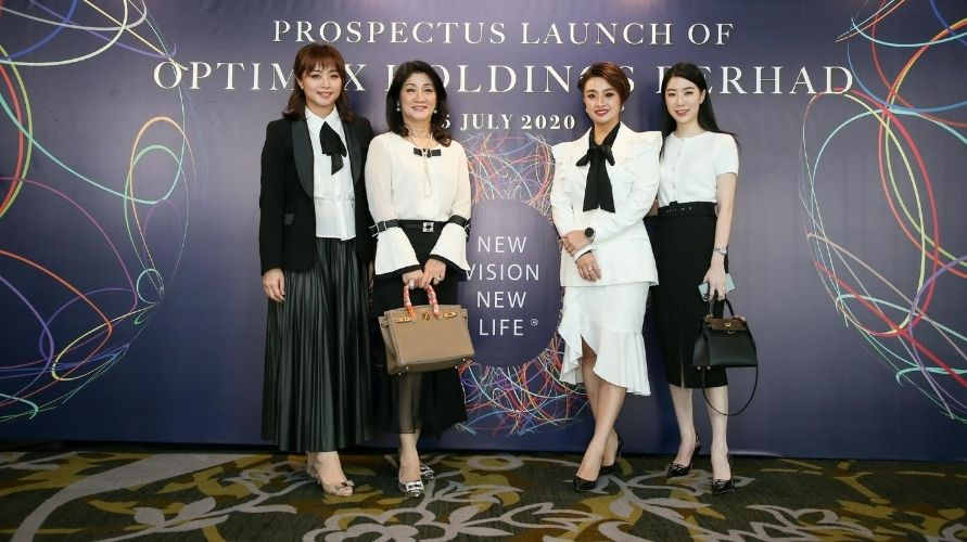 From left to right: Michelle Tan, Datin Sue Lim, Sandy Tan, Samantha Teh (Photo: Optimax)