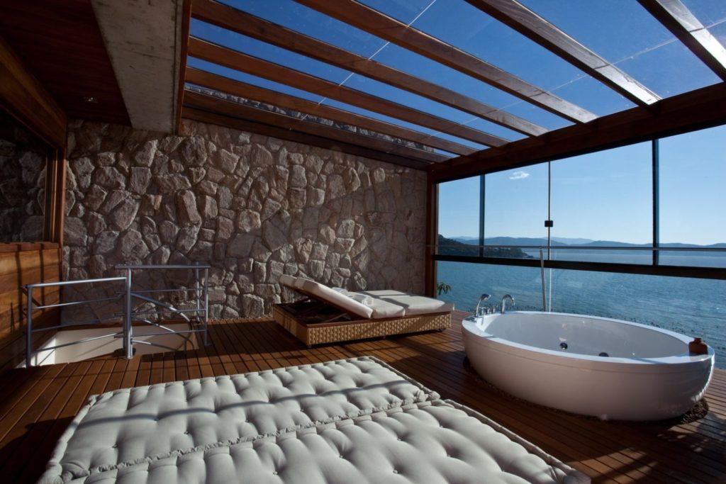 incredible hotel bathrooms