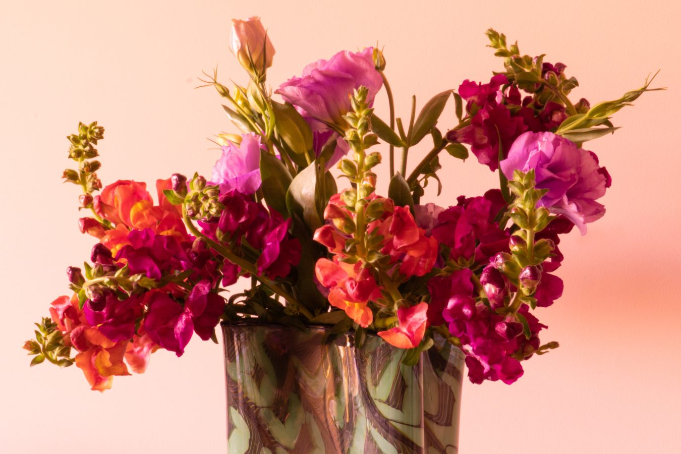 How to style a beautiful floral arrangement that'll brighten up any room