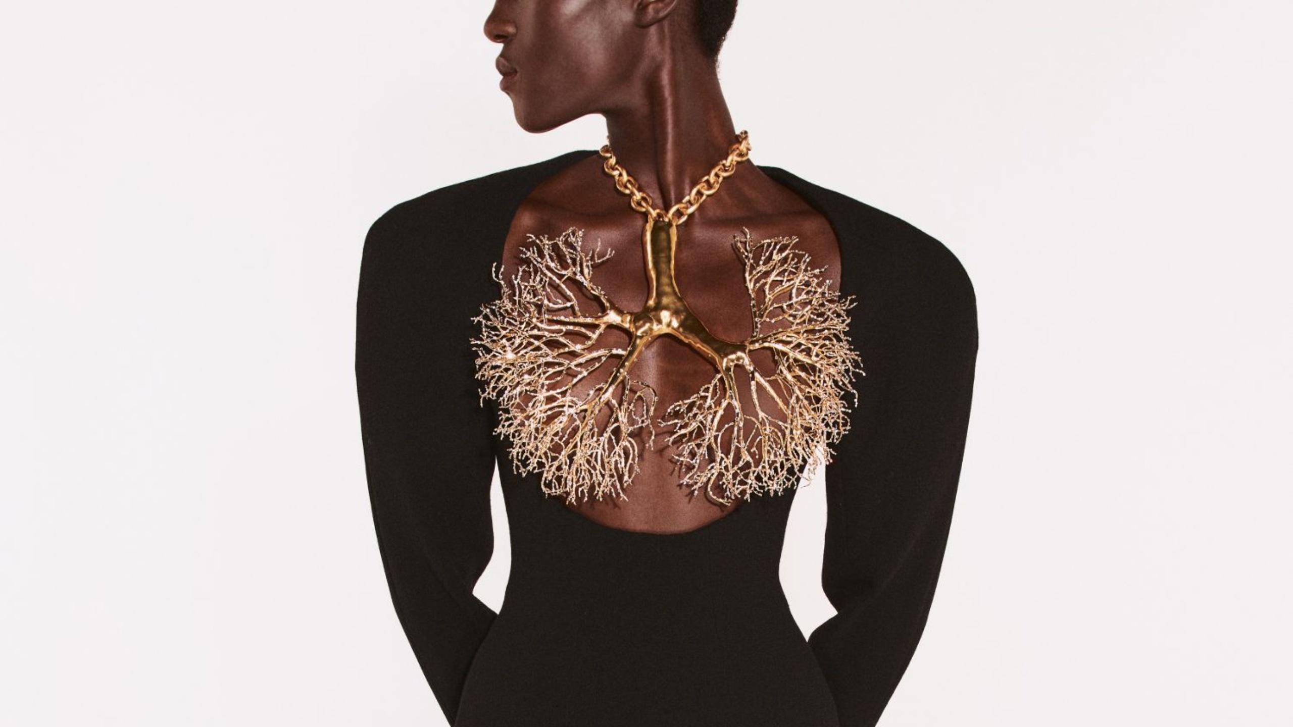 schiaparelli-bella-hadid-necklace-cannes