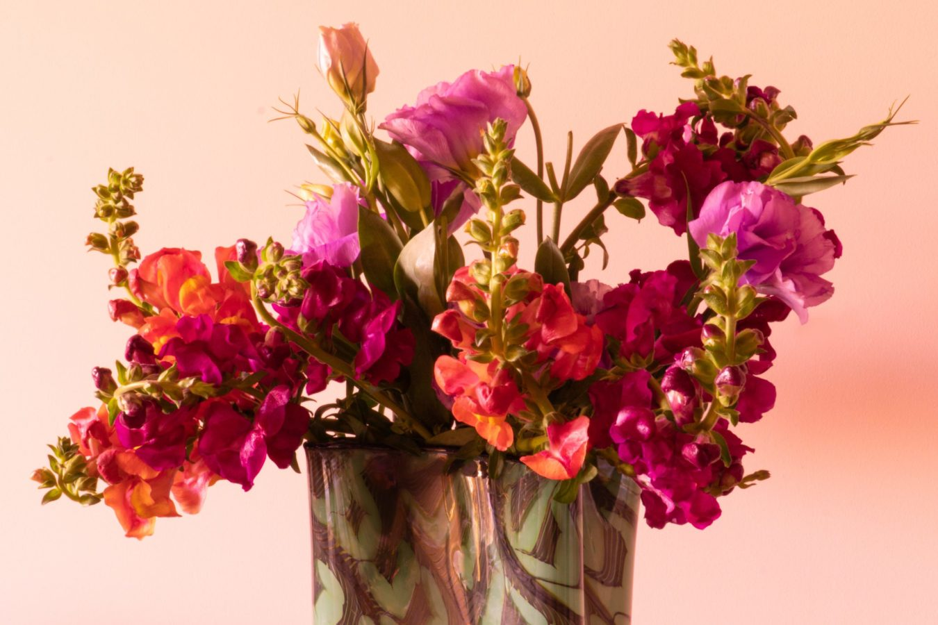 How to style a beautiful floral arrangement that will brighten up any room