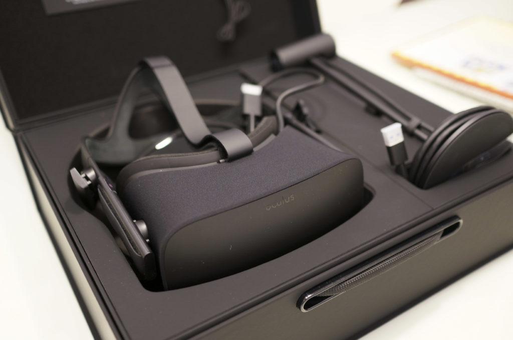 高規格的硬體要求、線材的使用限制或許也是VR遲遲無法普及的因素。