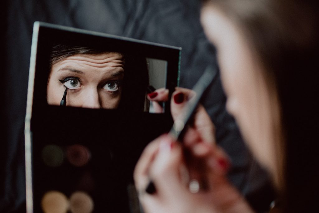Transfer-proof makeup