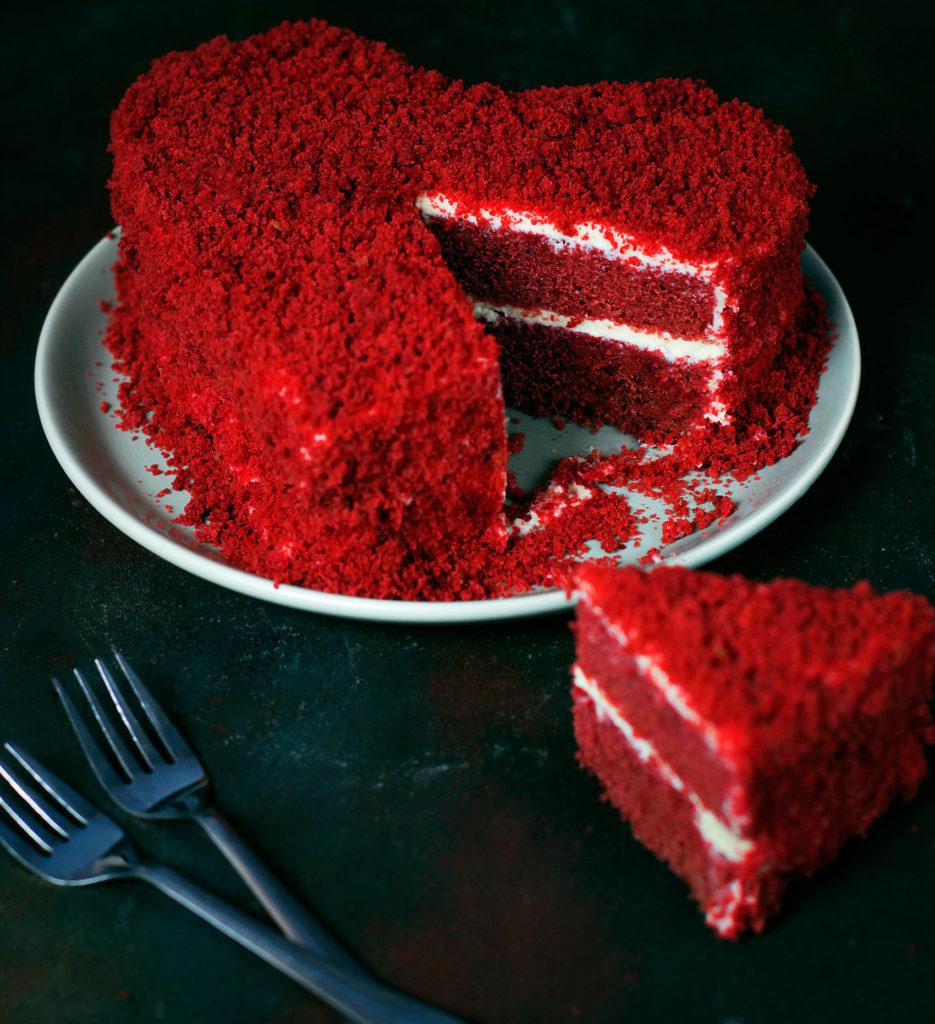 Valentine's Day cake at Kimpton Mai-Laa