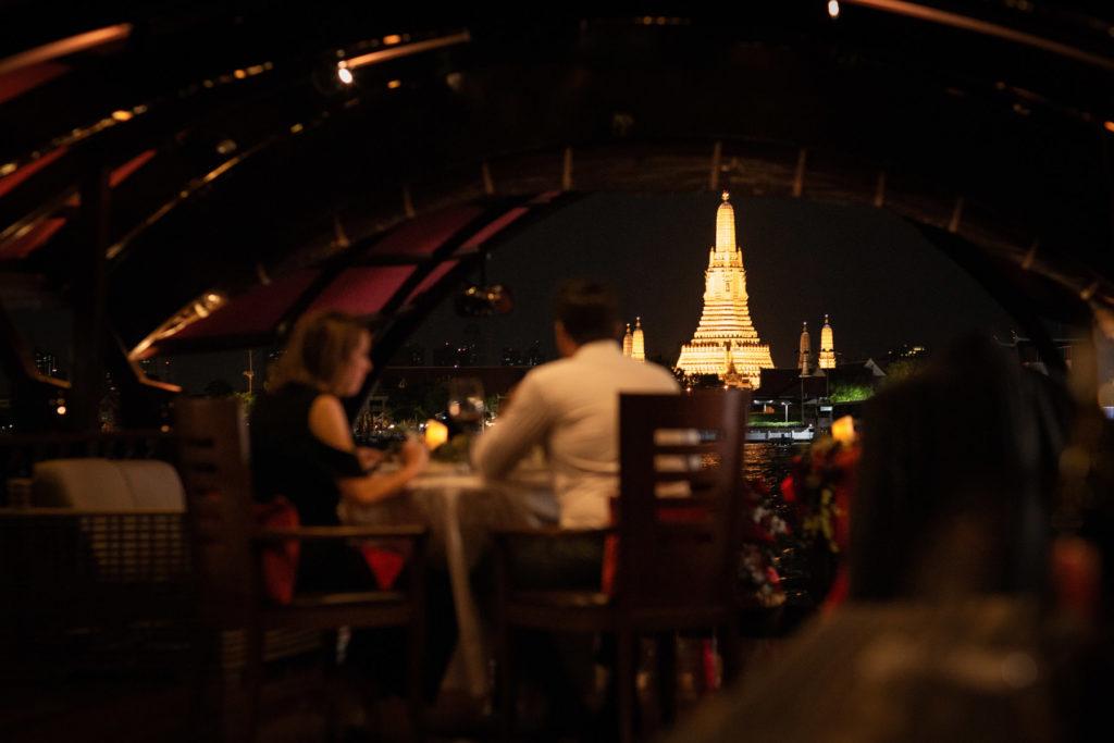 Manohra Cruises Wat Arun