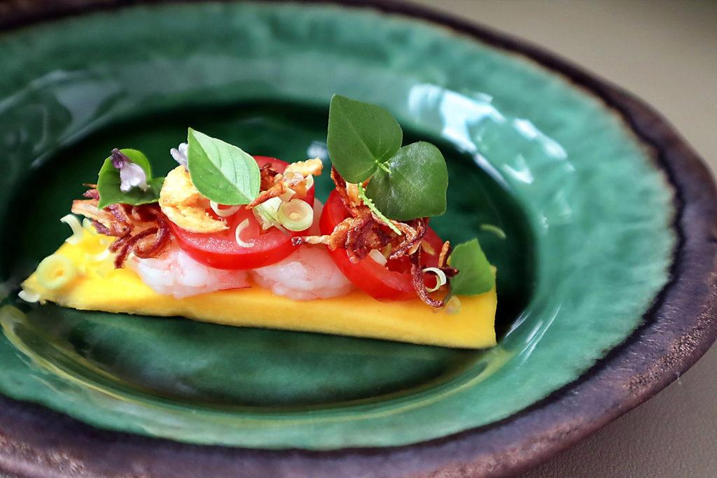 Omakase style Som Tam with prawns
