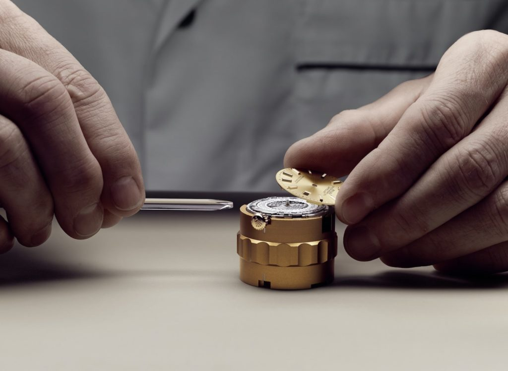 Before dismantling the movement, the watchmaker removes the dial.