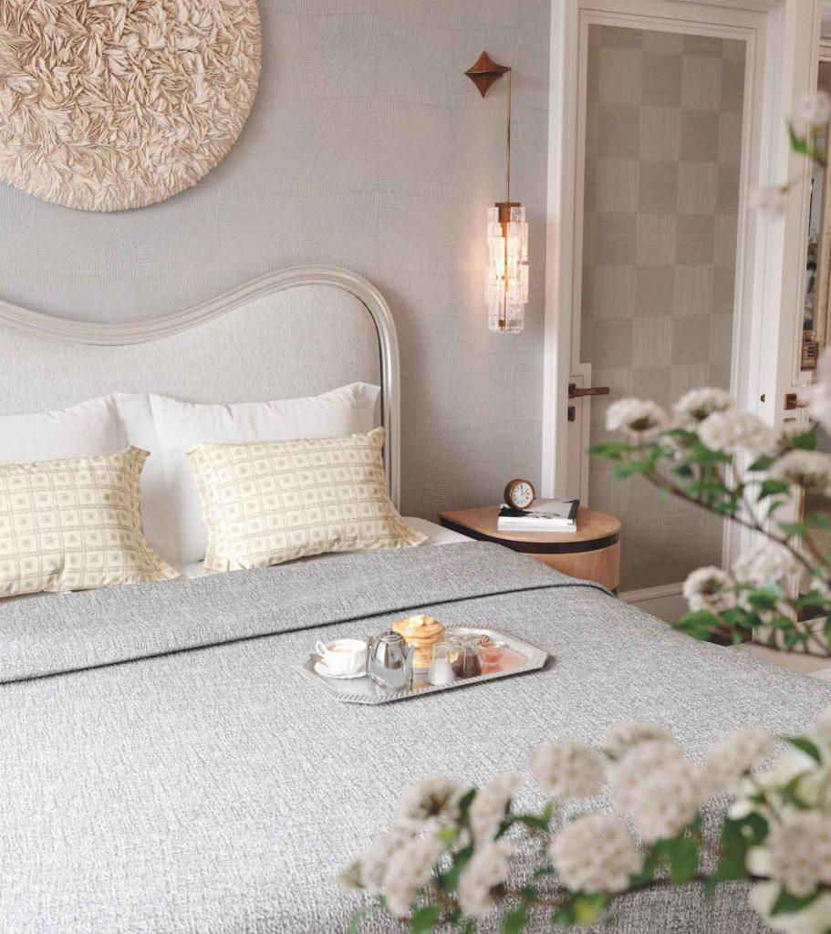 Real-estate investment: Waldorf Astoria Residences Master Bedroom
