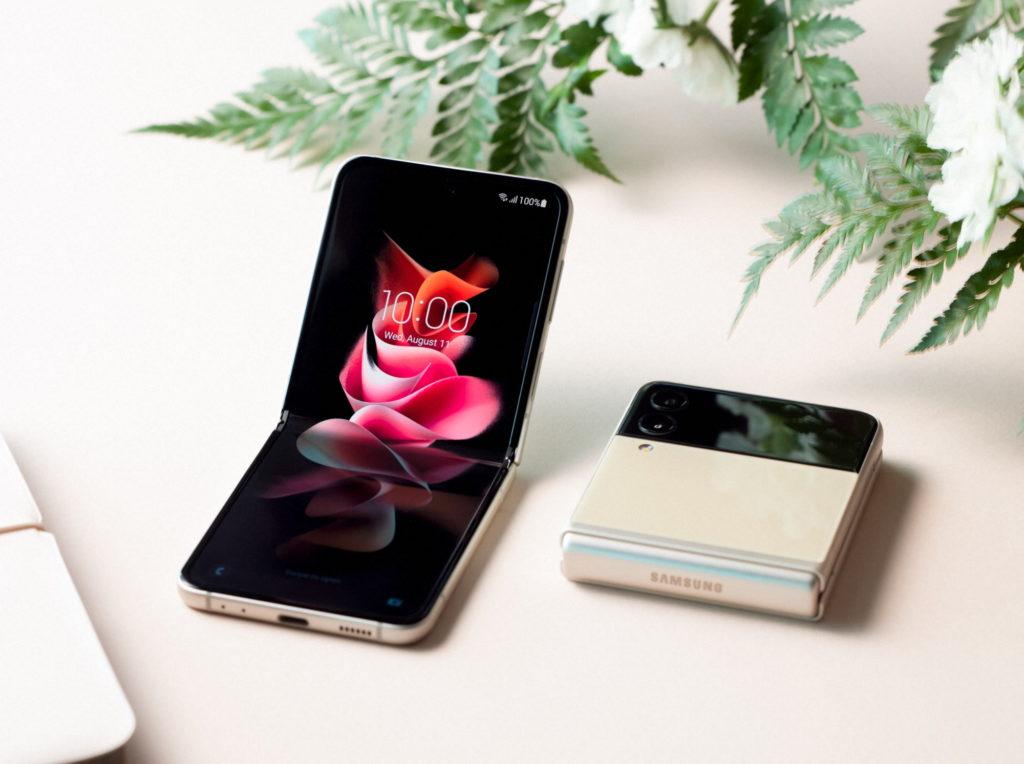 Galaxy Z Flip3 5G full flip