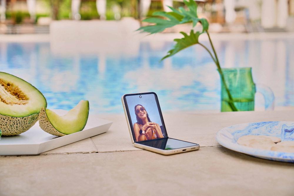 Galaxy Z Flip3 5G lifestyle shot