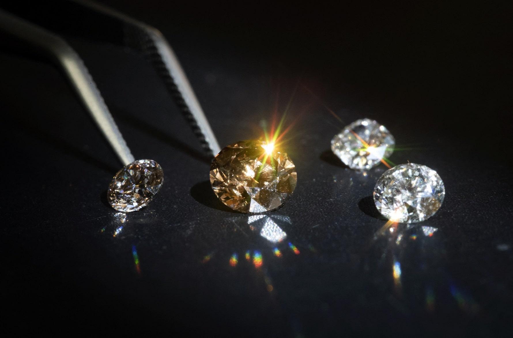Pick the right jeweller to buy diamonds