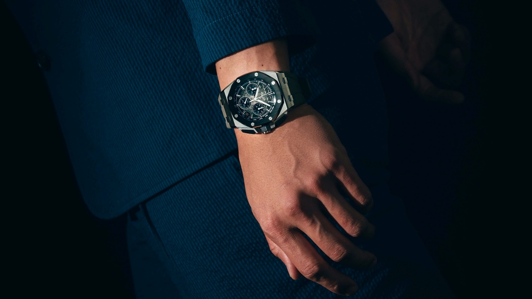 """ROYAL OAK OFFSHORE SELFWINDING CHRONOGRAPH 43MM IN STEEL AND BLACK CERAMIC AND SMOKED TAUPE """"MÉGA TAPISSERIE"""" DIAL AUDEMARS PIGUET"""