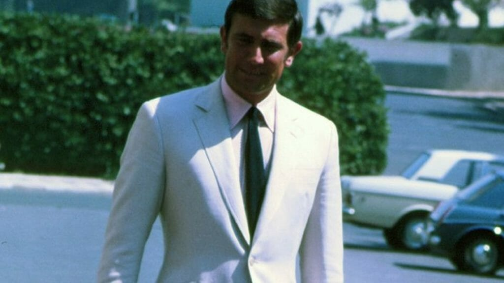 George Lazenby style weared the Orlebar Brown, james bond suit